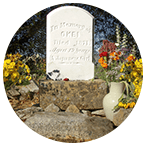 okeis-headstone-w-flowers